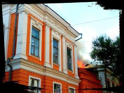 В центре Харькова загорелся памятник архитектуры (ВИДЕО)