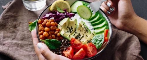 Ученые доказали, что маленькие тарелки не помогают похудеть