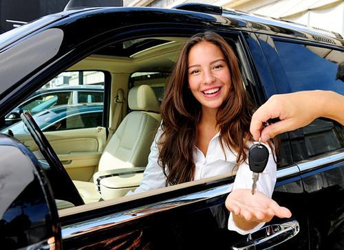 Страховые компании выяснили кто лучше водит машину — мужчины или женщины