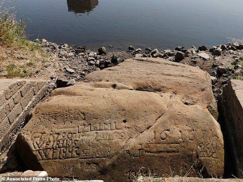 На реках Европы появились «голодные камни»