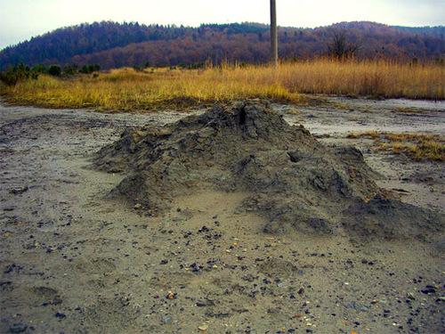 Достопримечательности Украины: Грязевой вулкан Старуня