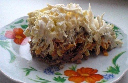 Салат с куриной печенкой, сыром и маринованным огурчиком