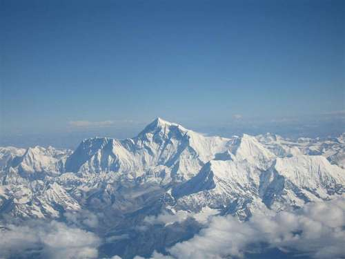 В Гималаях при сходе лавины погибли девять альпинистов