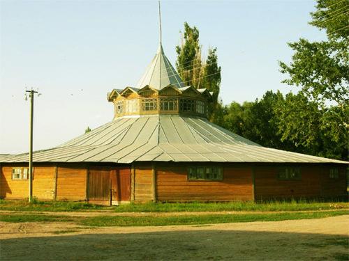 Достопримечательности Украины: Деркульский конный завод
