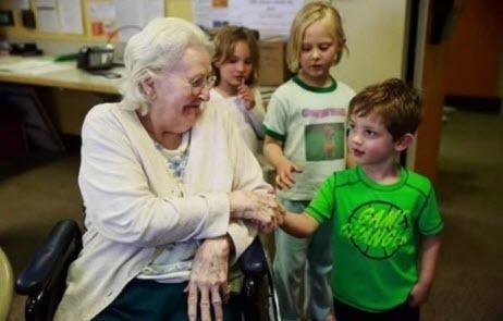 В Канаде предложили объединить «Дома престарелых» с «Детскими приютами»