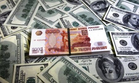 Курс доллара в начале недели обвалит рубль