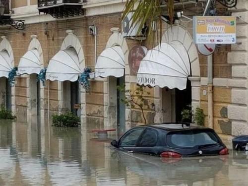 Смертоносное наводнение на Сицилии убило 12 человек