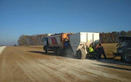 Триває будівництво першої бетонної автодороги