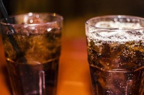 Диетологи назвали самый опасный для здоровья напиток