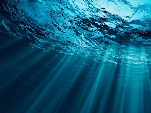 Марианская впадина всасывает огромное количество воды