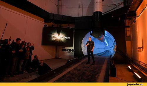 Илон Маск открыл первый скоростной подземный туннель под Лос-Анджелесом