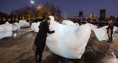 В центре Лондона появились айсберги