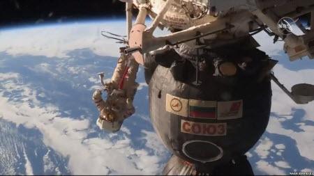 """Российские космонавты подтвердили, что """"Союз"""" был просверлен изнутри"""