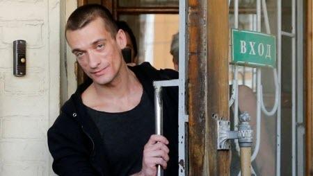 Суд Парижа приговорил Петра Павленского к трем годам тюрьмы