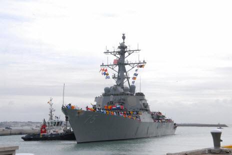 Американский эсминец USS Donald Cook (DDG-75) вошел в Черное море