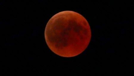 В ночь на 21 января взошла красная «Суперлуна»
