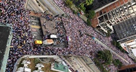В Венесуэле протесты против Мадуро, погибло не менее 16 человек