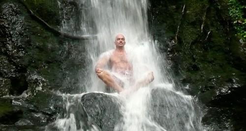 Холодный душ поможет похудеть, пережить стресс и снять напряжение