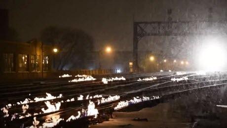 В США из-за экстремальных морозов подожгли железную дорогу