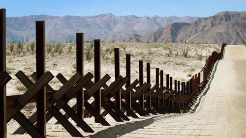 """Конгрессмены в США договорились о границе. Это поможет избежать нового """"шатдауна"""""""