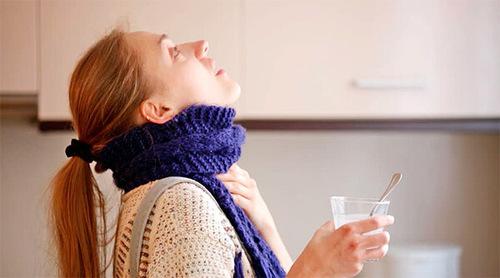 Полоскание горла содой с солью при ангине