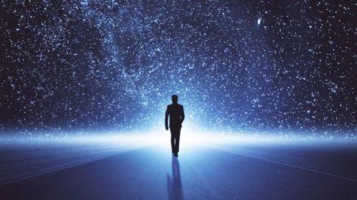 У Вселенной есть двойник из антиматерии, где время течет в обратную сторону