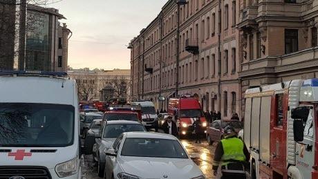 В Университете Петербурга рухнувшая крыша проломила этажи с пятого по второй (ВИДЕО)