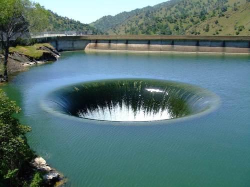 Озеро Берриесса, Плотина Монтичелло