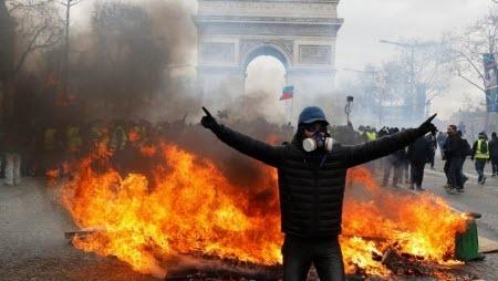 Беспорядки и погромы в Париже: «Мы должны выйти из этого кошмара»