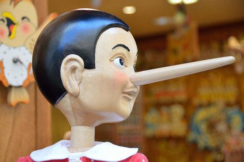 Как понять, что собеседник врет: основные признаки лжи