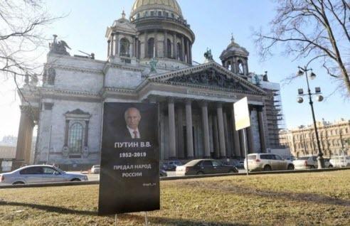 В Петербурге у Исаакиевского собора появилось надгробие