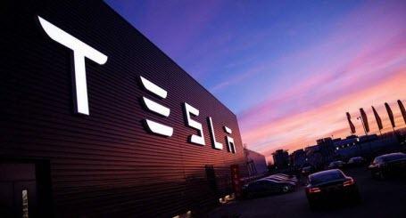 Tesla планирует в 2020 году запустить сервис беспилотного такси в США