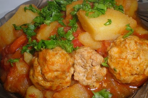 Картофельно-мясные тефтели в томатном соусе