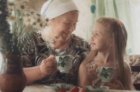 Властные бабушки ломают психику детей