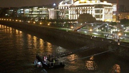 В Будапеште затонуло прогулочное судно с туристами (ВИДЕО)