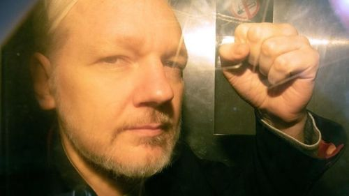 Суд в Лондоне приговорил Джулиана Ассанжа к 50 неделям заключения