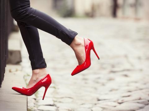 Женщины в Японии требуют принять закон, отменяющий ношение каблуков
