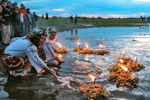 Гадания на Ивана Купала 2019 на суженого, исполнение желания, свадьбу