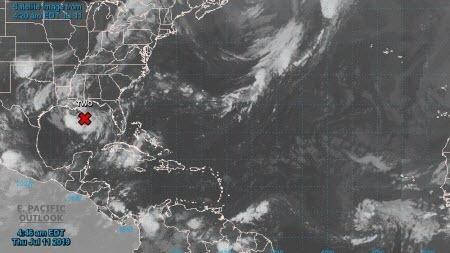 США готовятся встретить первый тропический шторм