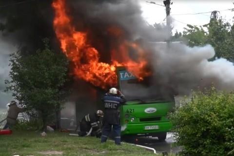 В Харькове вспыхнула маршрутка, забитая людьми