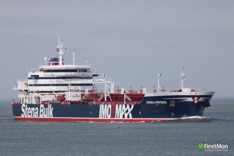 Иран задержал уже два британских танкера