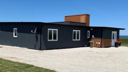 В Канаде построили дом из переработанных бутылок