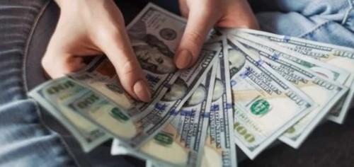 Доллар опять идет вверх: что происходит и что будет завтра