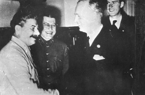 """""""Сталин и Риббентроп"""" - Виктор Суворов"""