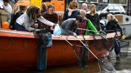 Туристический бренд Амстердама: «мусорная» рыбалка