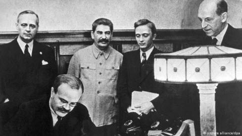 Кремль будет еще год праздновать годовщину пакта Гитлера-Сталина