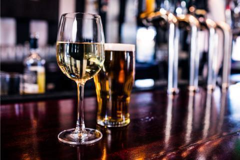 Что вреднее: вино или пиво
