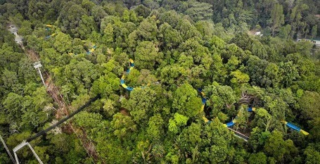 Самую длинную в мире водную горку построили в Малайзии