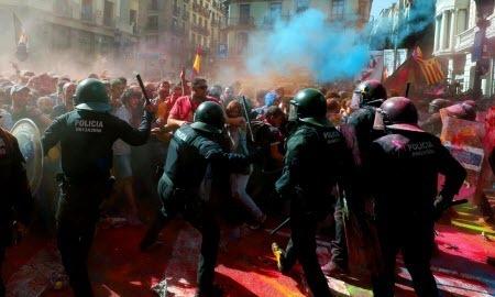 Каталония: массовые беспорядки и протесты