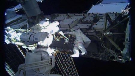 Две женщины впервые совершили парный выход в открытый космос без мужчин